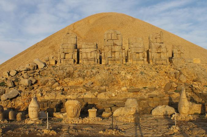 Heads and statues at Nemrut Dagi.